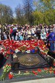 Jaroslavl, Rusko Květen 9. kterým květiny u pomníku f — Stock fotografie