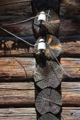 Retro elements of wiring on the old wooden house — ストック写真