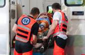 Woman after accident inside ambulance — Stockfoto