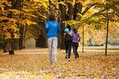 Studenti v parku — Stock fotografie