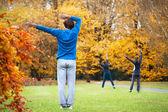 Aerobics in a park — Stockfoto