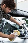 Using a sponge for cleaning car — Stock Photo