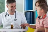 Mother with son during medical appointment — Stock Photo
