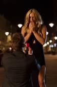 Man proposing to surprised woman — Stock Photo