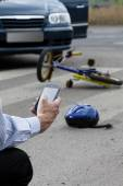 Man using his mobile phone to call for help on road — Stock Photo