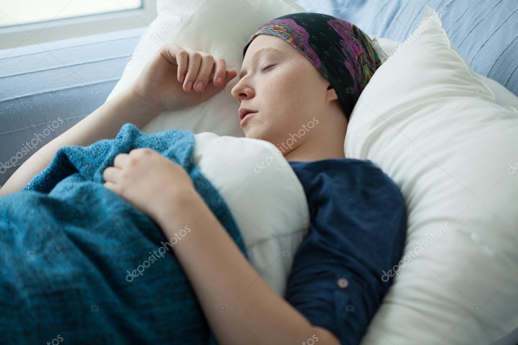 Женщина раком в постели фото 583-212
