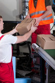 物流倉庫作業中の男性 — ストック写真