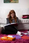 Girl with notes before exam — Stock Photo