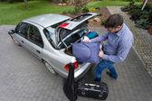 Man preparing car for a trip — Stock Photo
