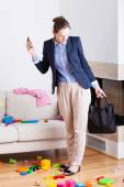 Businesswoman seeing mess in house — Stock Photo