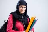 арабский студент холдинг папки — Стоковое фото