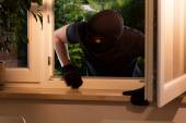 Housebreaker enters the estate — Stock Photo