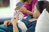 Cancer girl playing cards — Stock Photo
