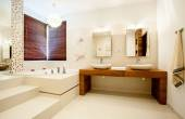 Spacious bathroom in modern house — Stock Photo