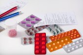 Table with prescriptions and pharmaceuticals — Stock Photo