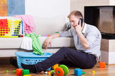 Man being alone at home with child — Stock Photo