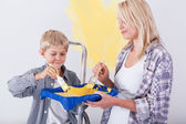 Mum and son painting wall — Stock Photo