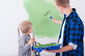 Dad and son painting wall — Stock Photo