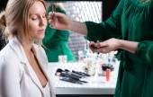 Makeup before wedding — Stock Photo