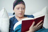 Reading in bed — Stock Photo