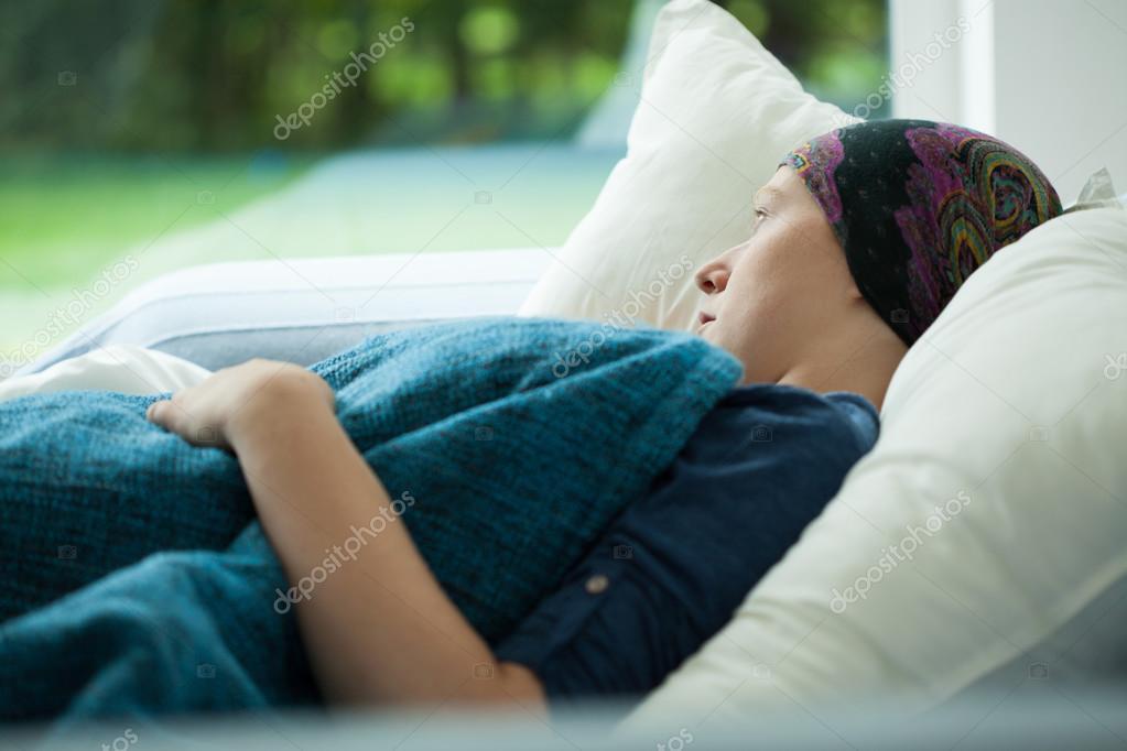 Женщина раком в постели фото 583-323