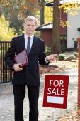 Waiting real estate agent — Stock Photo