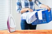 Bringing the laundry — Stock Photo