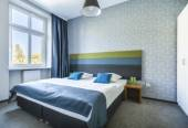 Big twin bed in blue hotel apartment — Stock Photo