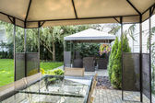 Modern patio in hotel's garden — 图库照片