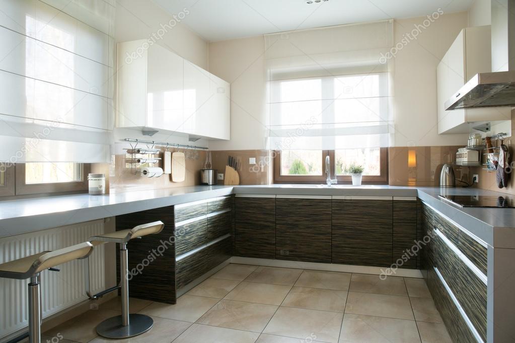 spaziosa cucina con finestra  foto stock © photographee.eu, Disegni interni