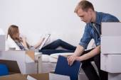 Man packing boxes — Stock Photo