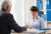 Young woman talking to a manager — Stock Photo