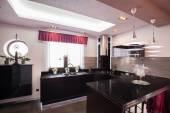 Современная кухня в роскошный дом — Стоковое фото