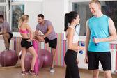 Hablando antes de entrenamiento de fitness — Foto de Stock