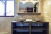モダンなバスルームの洗面台 — ストック写真