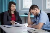 Head of hospital is disapointed with her employee — Stock Photo