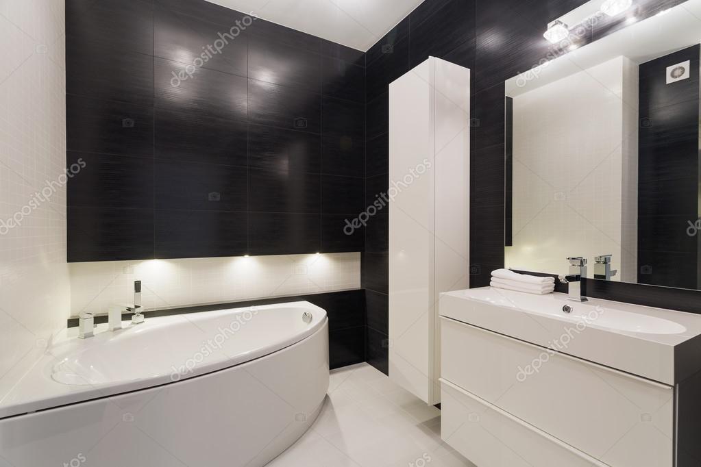 Lussuoso bagno bianco e nero foto stock 84421840 - Bagno bianco nero ...