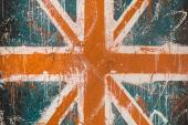 Painted concrete wall with faded graffiti of British flag. Grunge and vintage flag of United Kingdom. Union Jack — Stock Photo