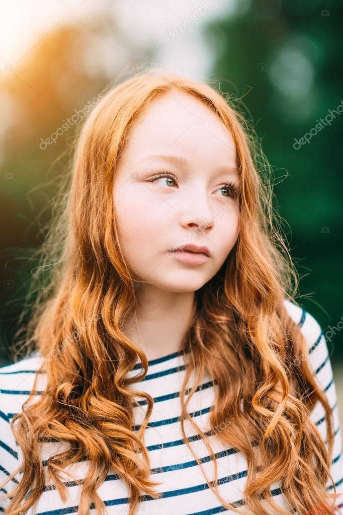 Eine Liebenswert Teenager M 228 Dchen Mit Ingwer Lange Locken