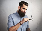 Brutal man with straight razor — Stock Photo