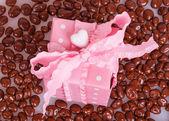 Różowe pudełko z Drażetki czekoladowe — Zdjęcie stockowe