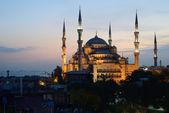 Estambul. Mezquita Azul iluminada en el crepúsculo — Foto de Stock