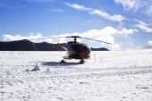 Helicopter skiing — Stock Photo