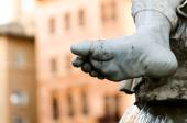 Detail of the foot of the god Zeus Statue in Bernini's Fountain — Stock Photo