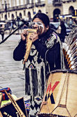 Native Americans street musician — Stock Photo