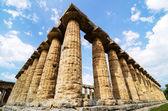 Templo de Hera el famoso sitio arqueológico de Paestum. Italia — Foto de Stock