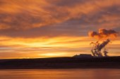 Lake Powell at sunrise, clouds and sunlight — Stockfoto
