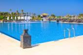 Tropical resort de lujo en piscina — Foto de Stock
