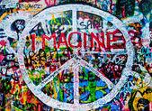Prague, Republika Czeska - 05 listopada 2014: The Lennon Wall sinc — Zdjęcie stockowe