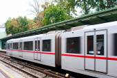 VIENNA, AUSTRIA - OCTOBER 11, 2014: Arriving train at metro stat — Stock Photo